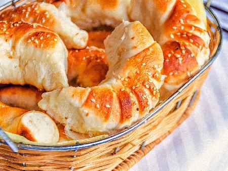 Солени мини кроасанчета / кифлички с кисело мляко, сирене и свинска мас - снимка на рецептата